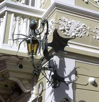 Drago e polpo porta lanterna