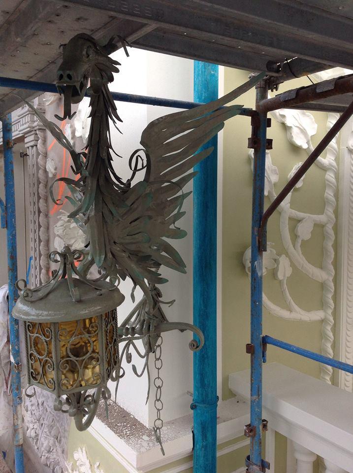 dragone porta lampada in ferro battuto